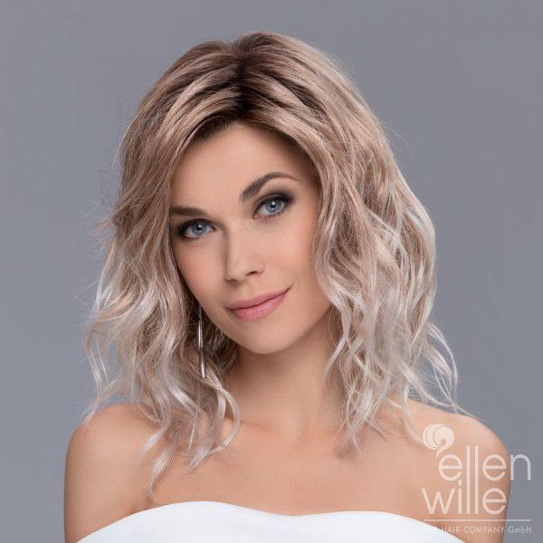 Peruca blonda ondulata pana la umeri model Touch de la Ellen Wille